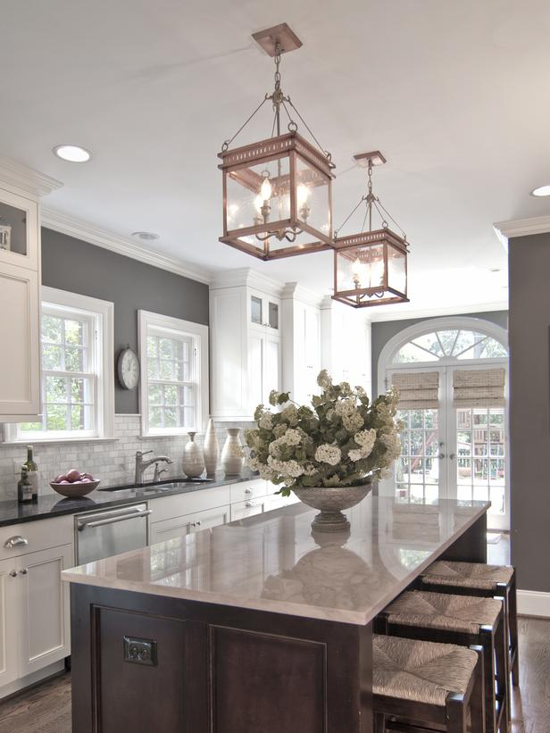 Traditional Kitchen Black And White Countertops