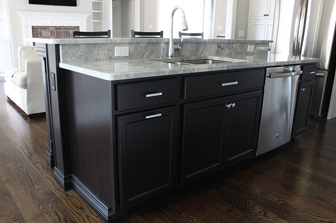 Super White Countertops Traditional Kitchen Island Hop Up Bar Black Cabinets