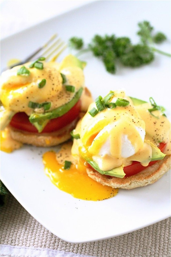 California Eggs Benedict Recipe with Tomato and Avocado